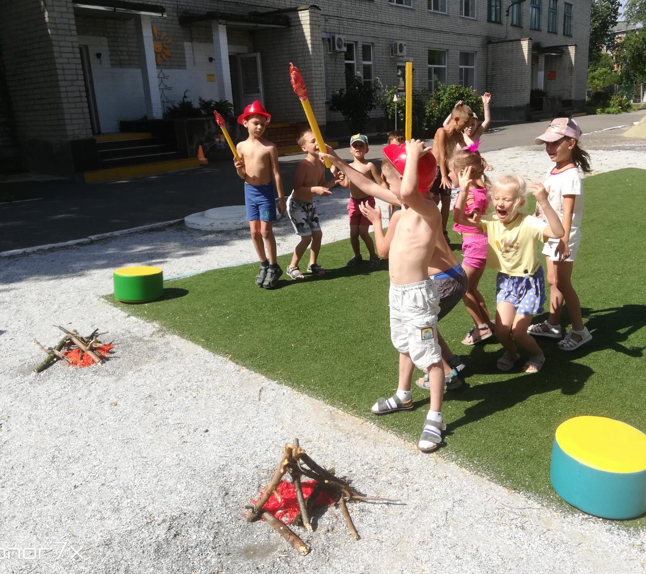 """Воспитанники детского сада """"Октябренок"""" напомнили о правилах пожарной безопасности"""